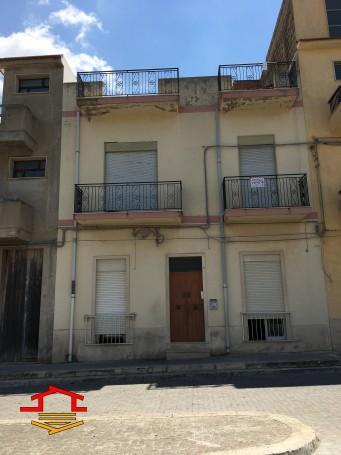 Appartamento in vendita Piazza Sei Martiri della Libertà n. 34, Vittoria (RG)
